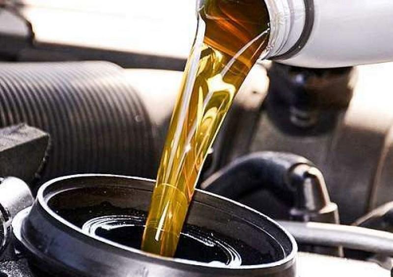 نگاهی بر ویژگی های انواع روغن موتور خودرو